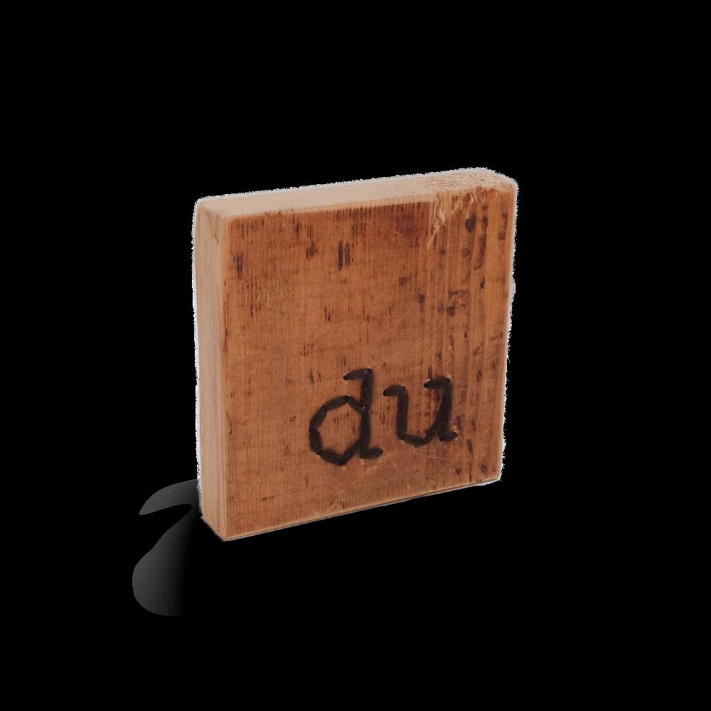 Botschaften aus Altholz und Wolle